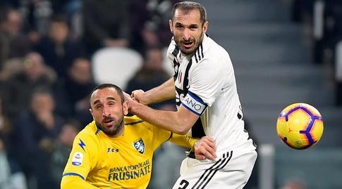 ג'ורג'יו קייליני וכריסטיאן מולינארו נלחמים על הכדור (רויטרס)