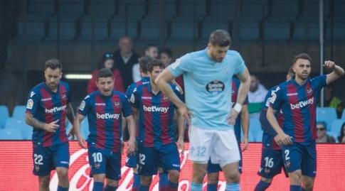 הודט מאוכזב, שחקני לבאנטה חוגגים (La Liga)