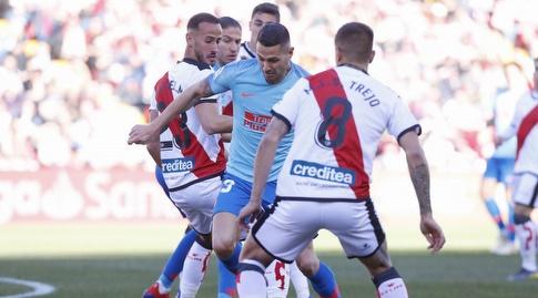 אוסקר טרחו מנסה לעצור את ויטולו (La Liga)