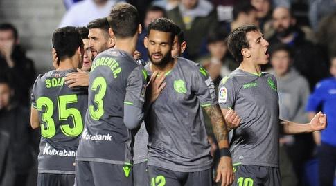 מיקל אויארסבאל חוגג עם חבריו בריאל סוסיאדד (La Liga)