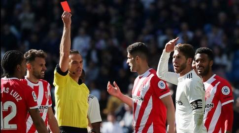 סרחיו ראמוס מקבל כרטיס אדום (רויטרס)