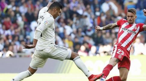 קאסמירו מנסה לעבור (La Liga)