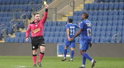 ארמנדו קופר מקבל כרטיס צהוב (שחר גרוס)