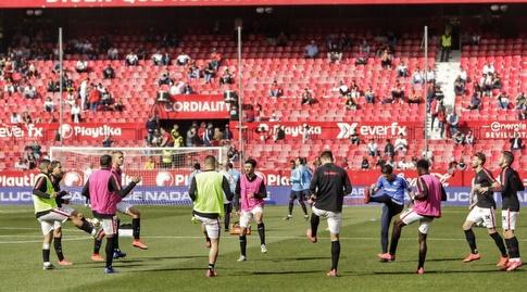 שחקני סביליה בחימום (La Liga)