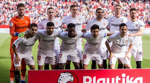 שחקני סביליה לפני המשחק (La Liga)
