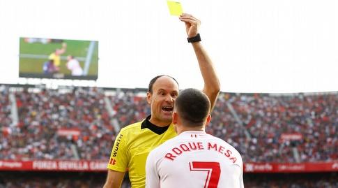 רוקה מסה מקבל כרטיס צהוב (רויטרס)