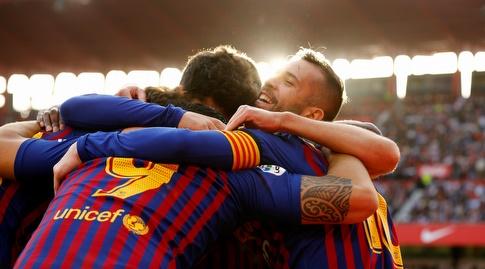 שחקני ברצלונה חוגגים. שוב התפוצצו בליגה (רויטרס)