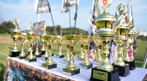 """כמו בכל תחרות, יש גם גביעים (צילום: יחידת דובר צה""""ל)"""
