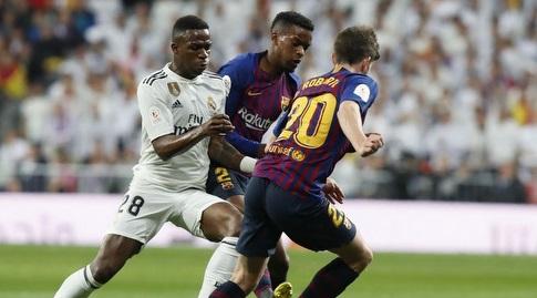 ויניסיוס מנסה לגנוב את הכדור מסרג'י רוברטו (La Liga)
