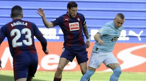 סטניסלאב לובוטקה עם הכדור (La Liga)