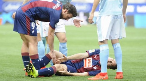 אוריאנה שרוע על הדשא (La Liga)