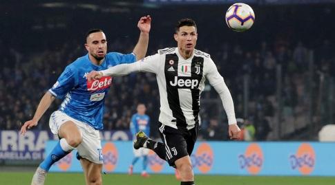 כריסטיאנו רונאלדו מנסה להגיע לכדור (רויטרס)