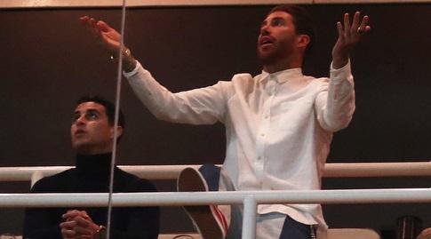 סרחיו ראמוס ביציע מול אייאקס. לא ישחק נגד ויאדוליד (רויטרס)