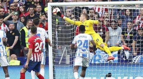 אנדריי לונין מוציא את הכדור מהחיבורים (La Liga)