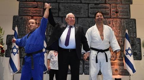 אריק זאבי ודקל בר עם נשיא המדינה (אורן בן חקון)