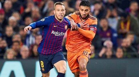 ארתור מנסה לשמור על הכדור (La Liga)