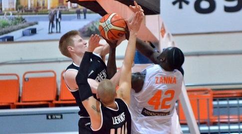 טאליב זאנה עולה לסל (FIBA)