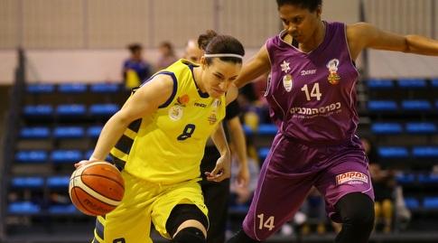 אלכסנדריה הארדן מול ויקטוריה ויויאנס (לירון מולדובן, באדיבות מנהלת ליגת העל לנשים בכדורסל)