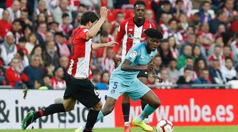 תומאס פארטה מנסה לשמור על הכדור (La Liga)