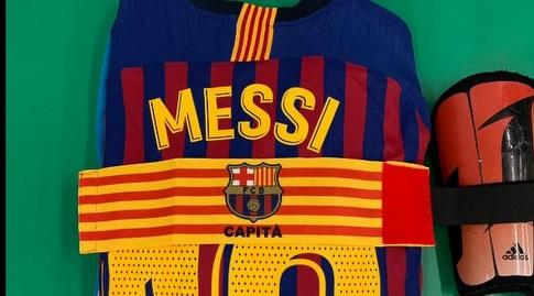 החולצה של ליאו מסי בחדר ההלבשה (La Liga)
