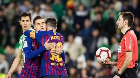 ליאו מסי עם פיליפה קוטיניו בסיום (La Liga)