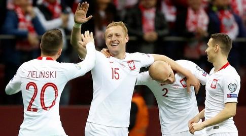 שחקני נבחרת פולין חוגגים (רויטרס)