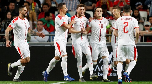 שחקני סרביה חוגגים (רויטרס)