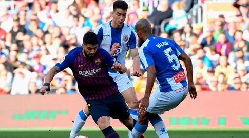 לואיס סוארס נלחם על הכדור (La Liga)