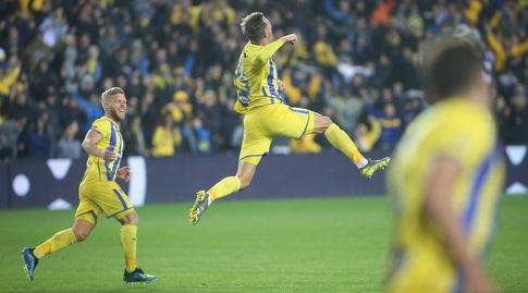 ארון שוינפלד חוגג את ה-0:1 שהבטיח את האליפות עם עוד ניצחון על מכבי חיפה (רדאד ג'בארה)