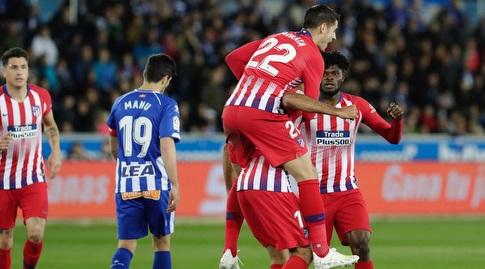 אלברו מוראטה מחבק את דייגו קוסטה (La Liga)