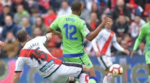 מריו סוארס מתקל את סידניי (La Liga)