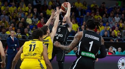 תמיר בלאט זורק (FIBA)