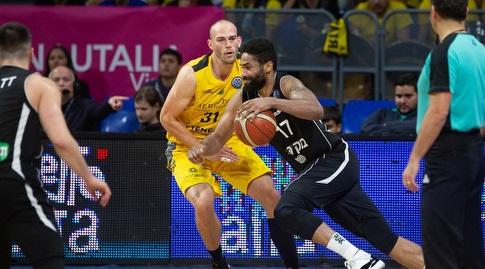 דשון באטלר עם הכדור (FIBA)