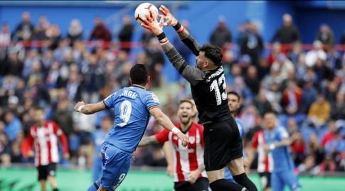 אנחל רודריגס קופץ לכדור (La Liga)