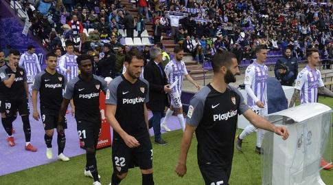 שחקני סביליה ו-ויאדוליד עולים למגרש (La Liga)