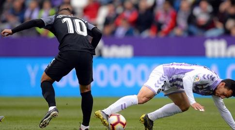 אבר באנגה מנסה לחטוף את הכדור (La Liga)
