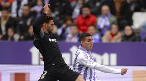סרג'י גומס מנסה להגיע לכדור (La Liga)