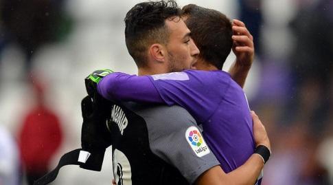 מוניר אל חדאדי עם ג'ורדי מאסיפ בסיום (La Liga)