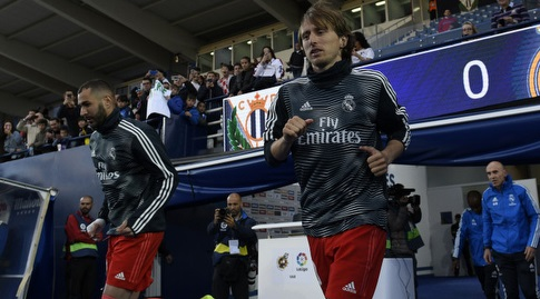לוקה מודריץ' וקארים בנזמה עולים להתחמם (La Liga)