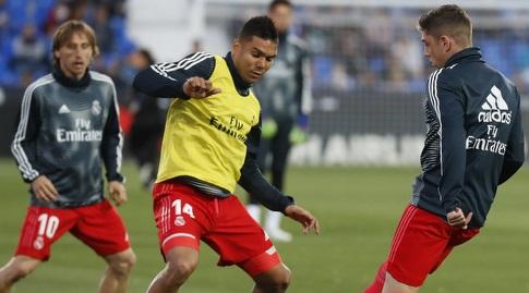 פדריקו ואלוורדה וקאסמירו בחימום (La Liga)
