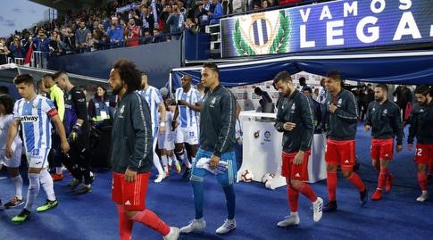 שחקני ריאל מדריד ולגאנס עולים למגרש (La Liga)