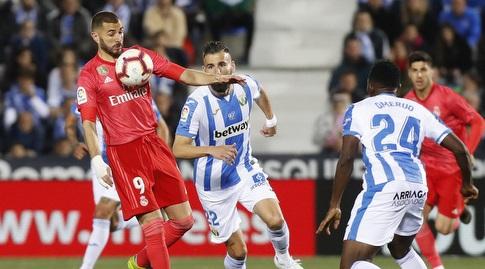 קארים בנזמה משתלט על הכדור (La Liga)