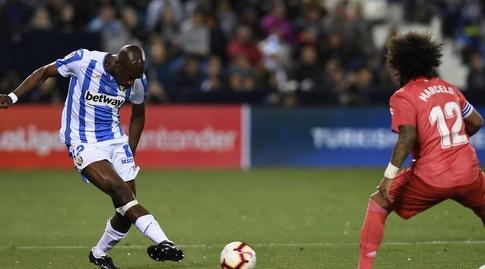 אלאן ניום מוסר מול מרסלו (La Liga)