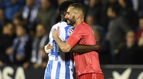 קארים בנזמה עם קנת' אומרו בסיום (La Liga)