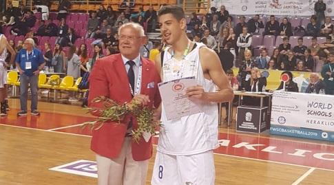 בנו של שמעון אמסלם מקבל את תואר ה-MVP (התאחדות הספורט לבתי ספר)