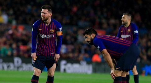 לואיס סוארס עם מסי ליד הכדור (La Liga)