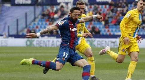 מוראלס בועט (La Liga)