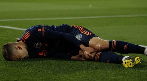 דניס צ'רישב שרוע על הדשא (La Liga)