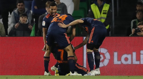 שחקני ולנסיה חוגגים (La Liga)