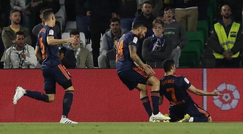 שחקני ולנסיה באים לברך את גונסאלו גדש (La Liga)